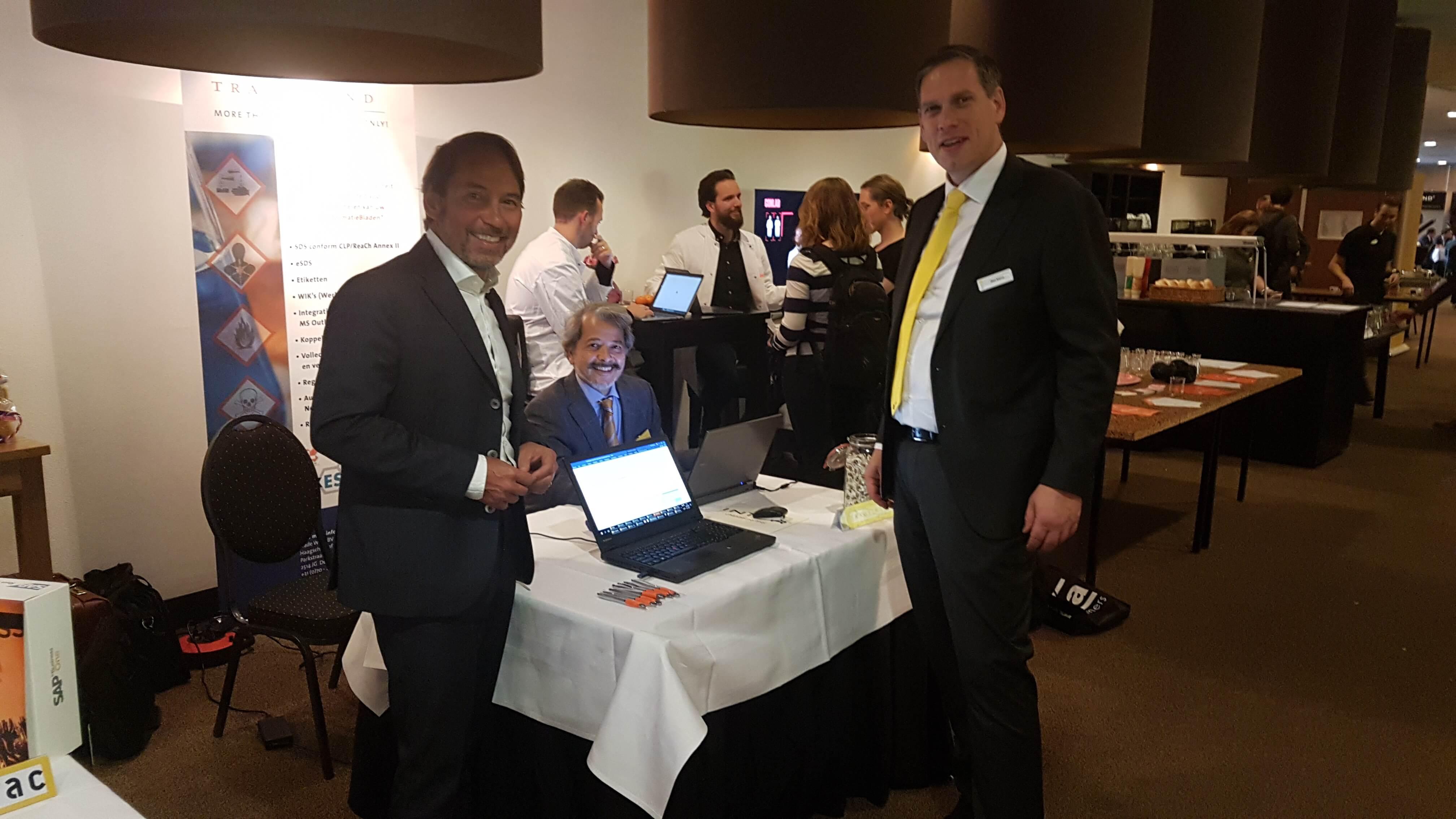 8 november 2017 - Harro Elsborg (links) en Chris Meijboom (midden) van Trade Wind op de ICS Seminar Expanding Chemistry